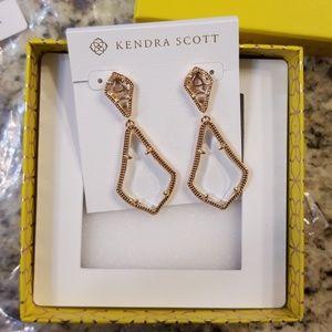 NWT Kendra Scott Alexa earrings